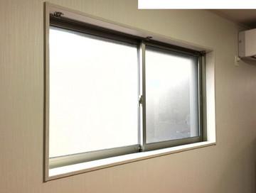 ハニカムサーモスクリーン設置予定の腰高窓